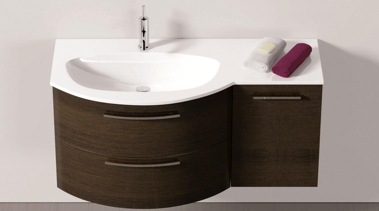 Gerundetes Badmöbel asymmetrisch mit fugenlosem Waschplatz